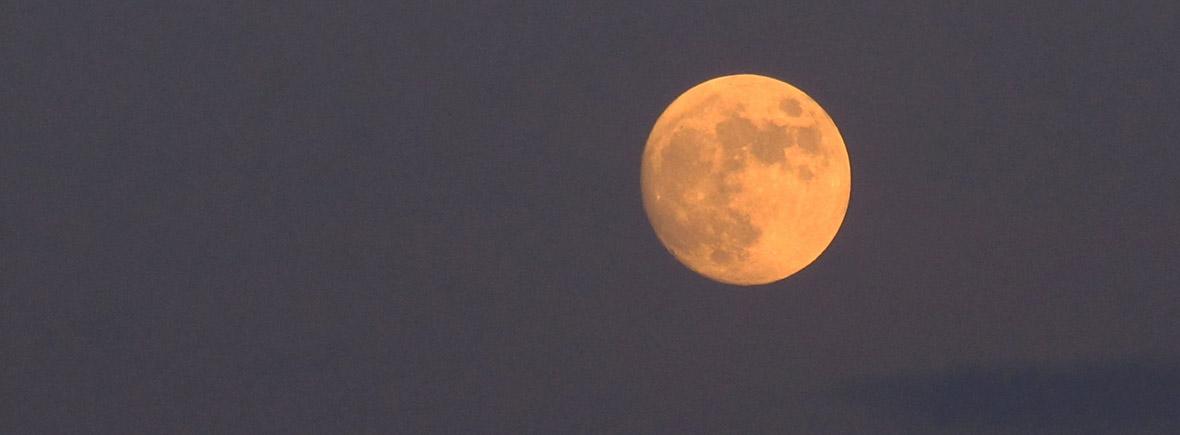 Éjszakai túra - vörös hold
